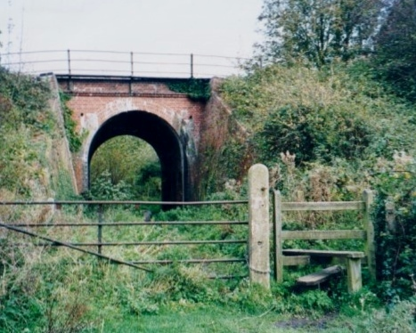 2.1999 Footpath 11 to Bird's Folly from White Bridge
